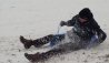 08-sledging_in_thornes_park