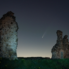 Commended - Neowise Over Sandal Castle by Ian McMillen