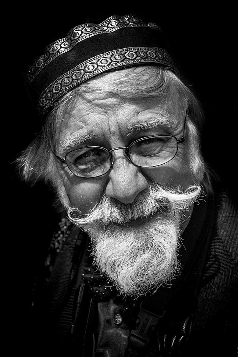 Older-And-Wiser-Photographer_by_Patrick-Maloney