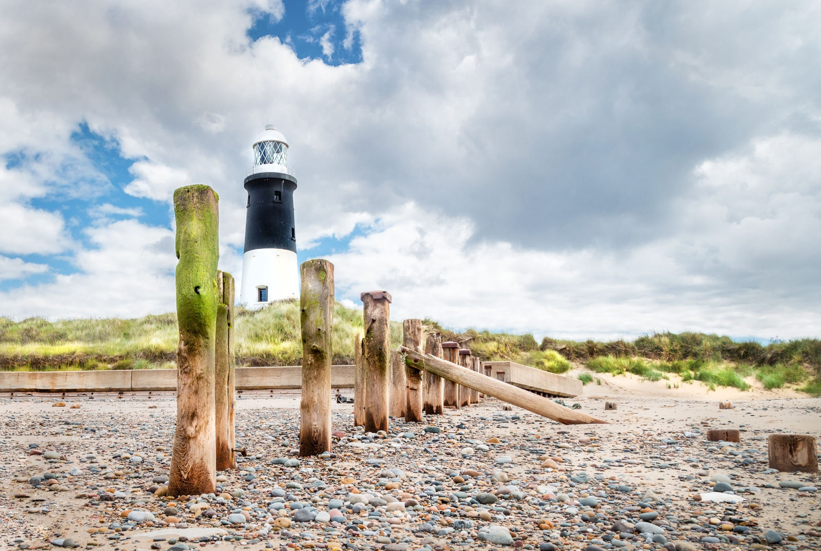 Spurn-Point-Lighthouse_by_Sarah-Hargreaves
